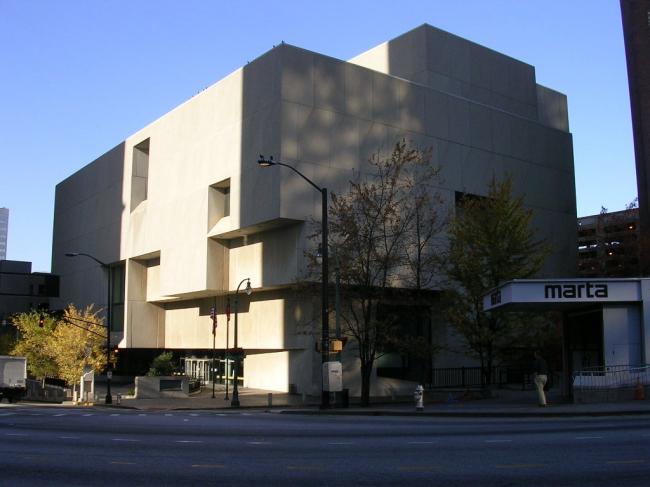 Центральная библиотека в Атланте. Автор Eoghanacht. Фото находится в публичном доступе