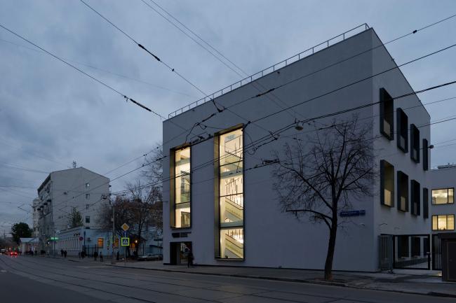 Реконструкция здания бывшей фабрики-кухни на ул. Новокузнецкая. Реализация, 2014. Kleinewelt Architekten. Фотография © И. Иванов