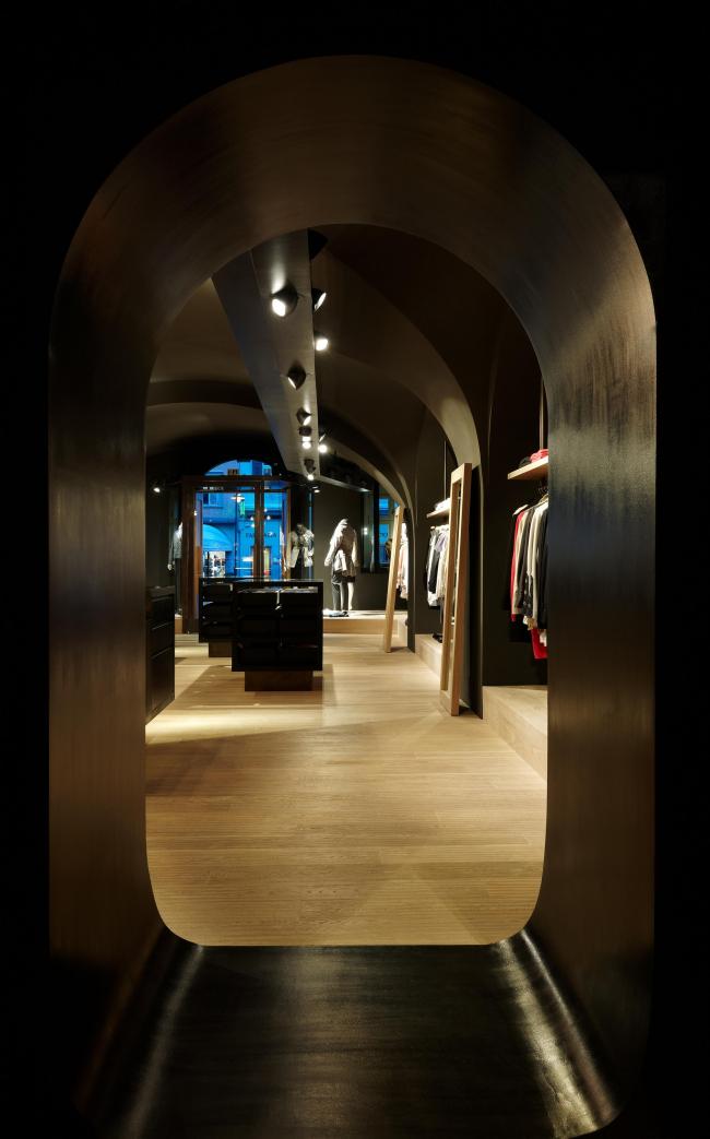 Магазин Moessmer в Больцано. Фото предоставлено студией Вальтера Ангонезе