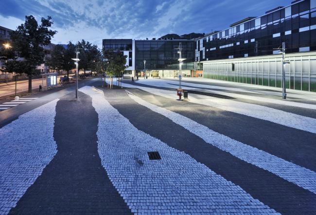 Площадь Анджелы Николетти в Больцано. Архитектор Роланд Бальди. 2007–2011. Фото © Oskar Da Riz