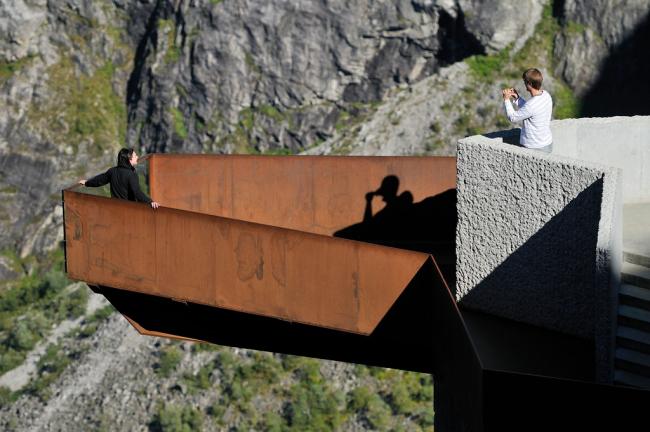 Рейульф Рамстад. Смотровая площадка на маршруте Троллстиген. Фото © Jarle Wæhler / Statens vegvesen