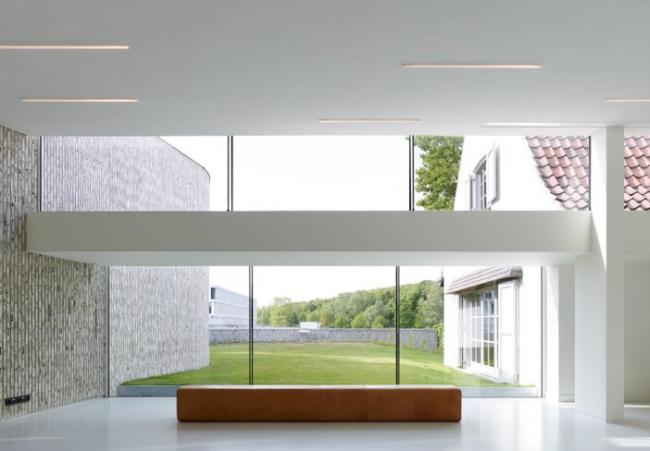 Аудитория в медицинском центре AZ Groeninge, Кортрейк, Бельгия.  Dehullu Architecten. © Dennis de Smet