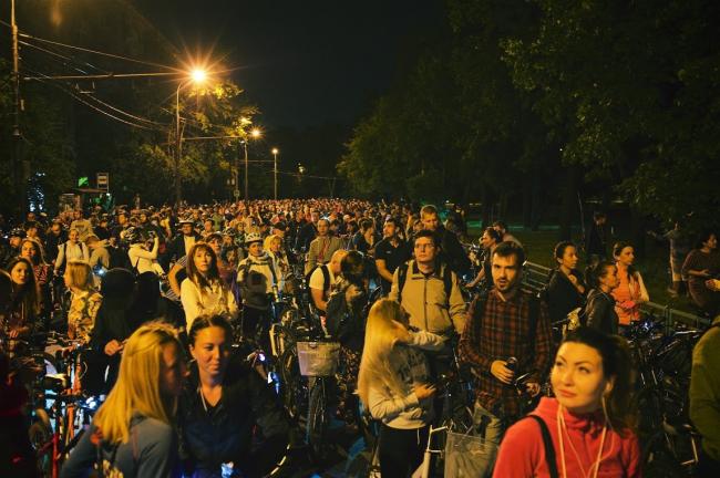 Участники «Велоночи» в парке Северно Тушино. 16-17 июля, Москва