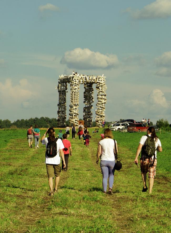 Белые ворота. Николай Полисский. Архстояние 2016. Фотография © Дмитрий Павликов
