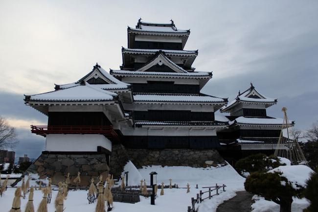 Замок в городе Мацумото. Фото: Japanexperterna.se. Лицензия  Creative Commons Attribution-Share Alike 3.0 Unported
