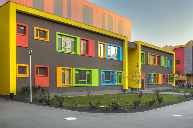 Блок начальной школы в составе учебного комплекса на территории жилого квартала «Комфорт-таун» Постройка, 2014 © Архиматика