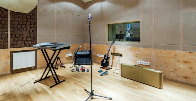 Студия звукозаписи в школе искусств на территории жилого квартала «Комфорт-таун». Постройка, 2014 © Архиматика