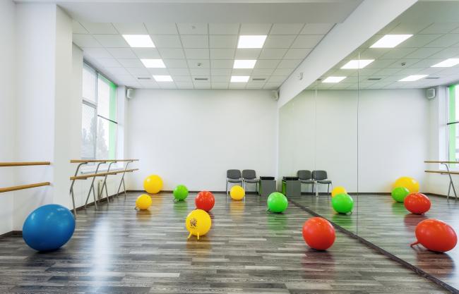 Гимнастический зал в школе искусств на территории жилого квартала «Комфорт-таун» Школа искусств. Постройка, 2014 © Архиматика