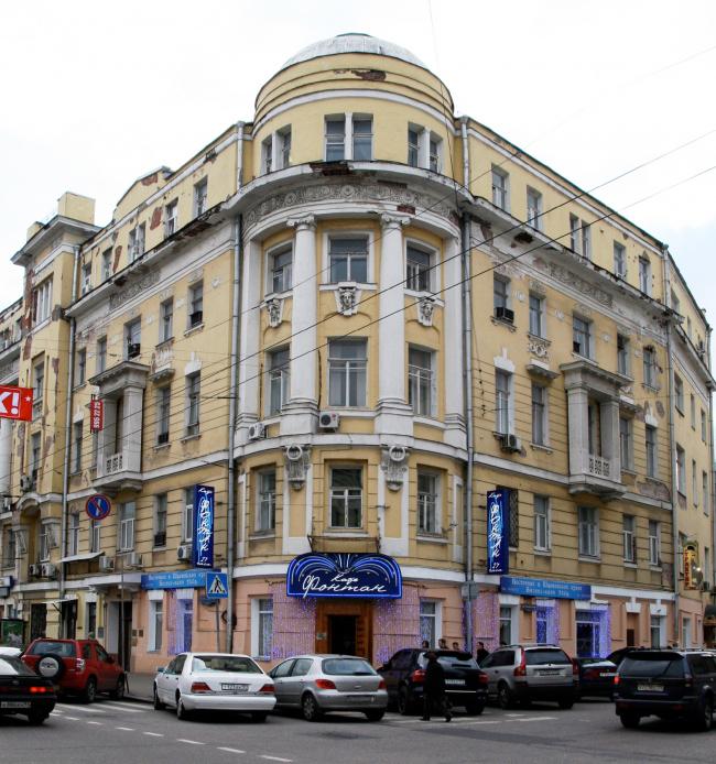 Доходный дом Тюляевой архитектора Розенкампфа до реставрации, в 2008 году. Фотография:  Moreorless  –  собственная работа   CC BY-SA 3.0 ,  commons.wikimedia.org