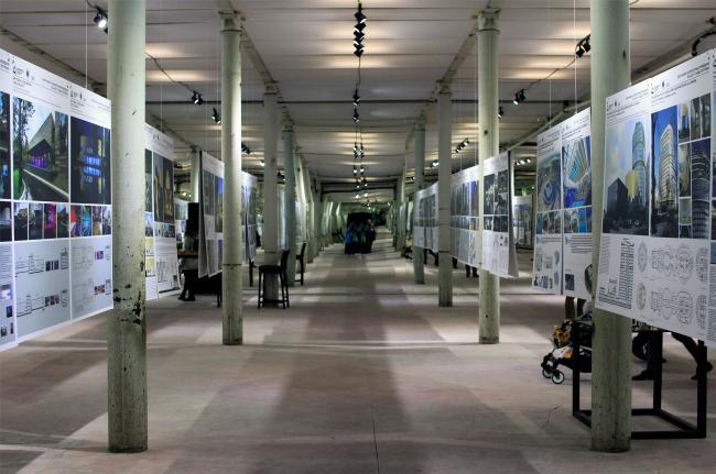 Зеркальный зал с выставкой смотра-конкурса «Зодчества». Фотография © Юлия Тарабарина