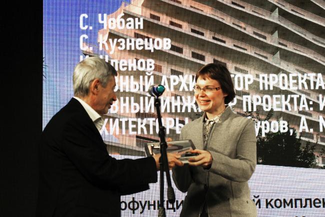 Анна Мартовицкая получает диплом архитектурного бюро Speech. Фотография © Алла Павликова