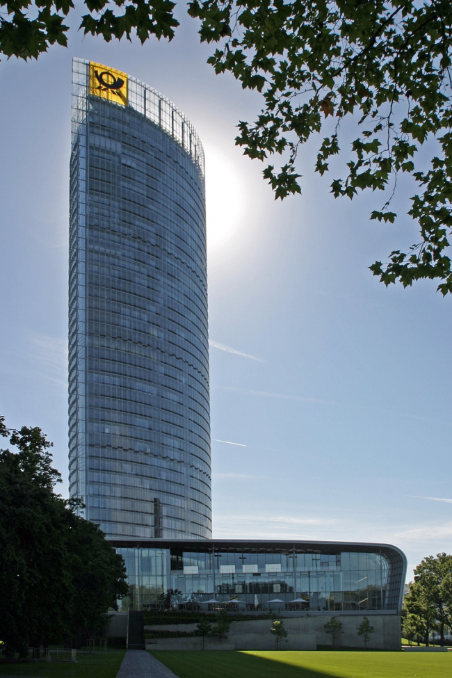 Башня «Дойче Пост». Фото: Thomas Robbin via Wikimedia Commons. Лицензия CC BY-SA 3.0