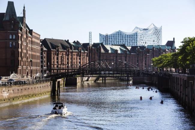 Здание Гамбургской филармонии Elbphilarmonie. Вид от Шпайхерштадта. Фото © Jörg Modrow