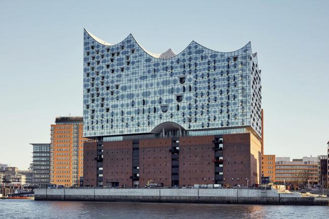Здание Гамбургской филармонии Elbphilarmonie. Фотография © Maxim Schulz