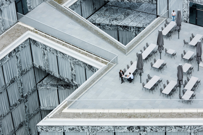 Категория «Здания в действии». Автор: Adrien Barakat. Штаб-квартира компании Allianz (Цюрих, Швейцария). Архитектурное бюро: Wiel Arets Architects