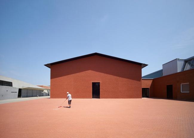 Категория «Внешний вид». Автор: Julien Lanoo. Выставочный павильон Vitra Schaudepot (Вайль-ам-Райн, Германия). Архитектурное бюро: Herzog & de Meuron