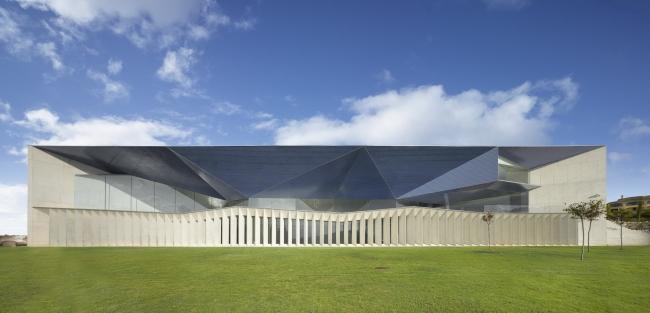 Городской концертный зал Теулады © Roland Halbe