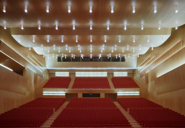 Дворец конгрессов и концертный зал BALUARTE в Памплоне © Roland Halbe