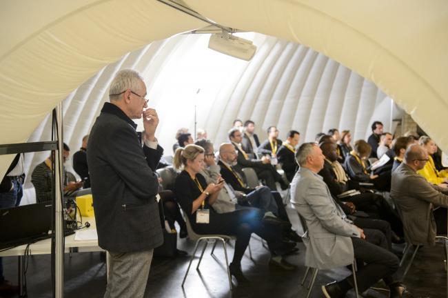 Количество зрителей на презентациях зависело от популярности и известности архитектурного бюро, представляющего свой проект или постройку, и варьировалось от нескольких гостей до сотни человек © WAF 2016