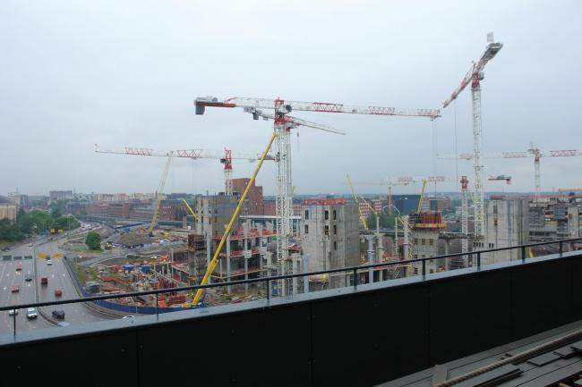 Жилой комплекс «Котисатама». Вид с террасы верхнего этажа на МФК REDI (полностью откроется в 2023) © Нина Фролова