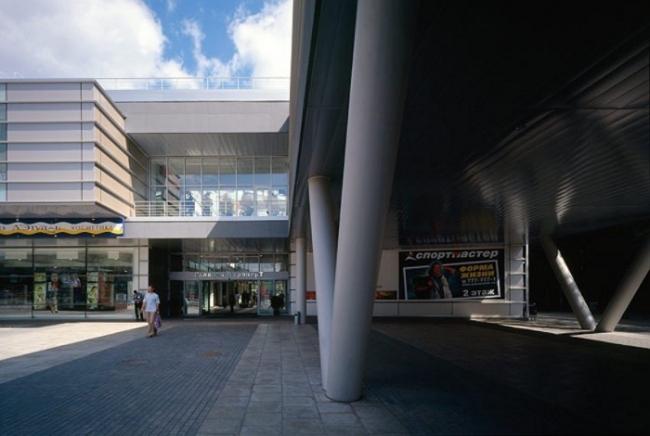 ТЦ «Галерея Аэропорт», совместно с СКиП, 2003. Фотография © А. Русов