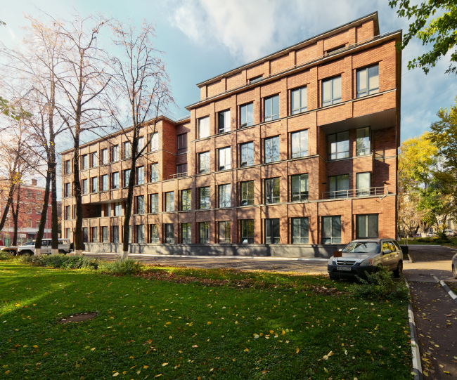Офисное здание на ул.Вавилова, 2005. Фотография © Я. Пиндора