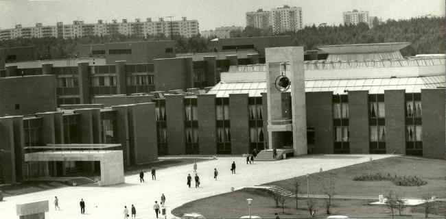 Фрагмент входной площади. 1972 г. Фото © В. Крыжный
