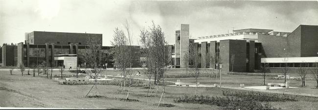 Общий вид главного и клубного корпусов. 1972 г. Фото © В. Крыжный
