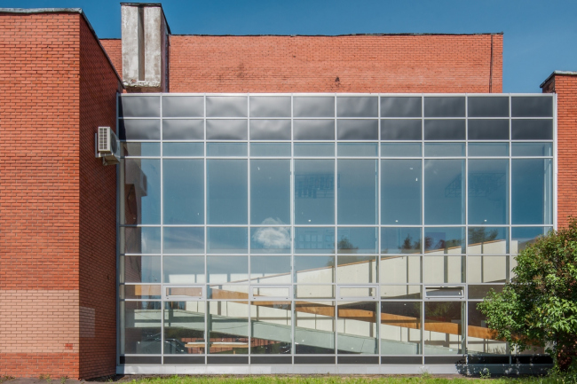 Фрагмент комплекса. За стеклом – пандус клубного корпуса. 2015 г. Фото © Денис Есаков