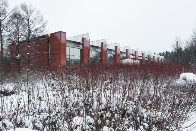 Северный фасад спортивного корпуса. Вид с юга. 2017 г. Фото © Денис Есаков