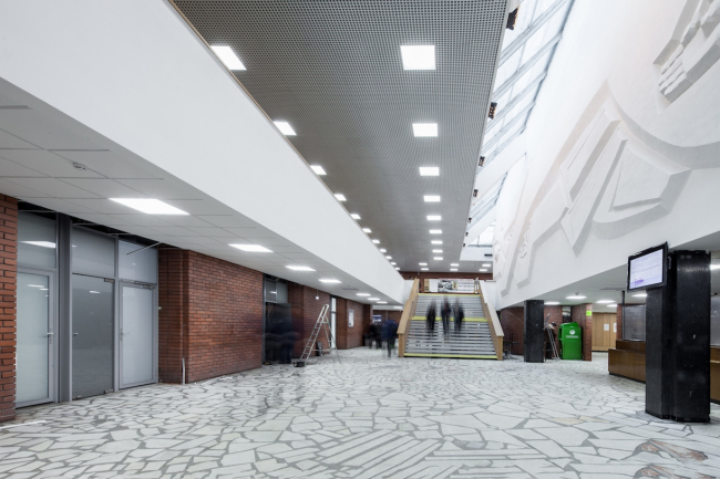 Главный вестибюль. Вид на главную лестницу. 2017 г. Фото © Денис Есаков