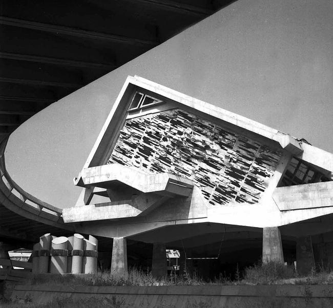 Витраж. Скульптор М. Мазманян. Фото 1980-х годов. Предоставлено издательством ТАТЛИН