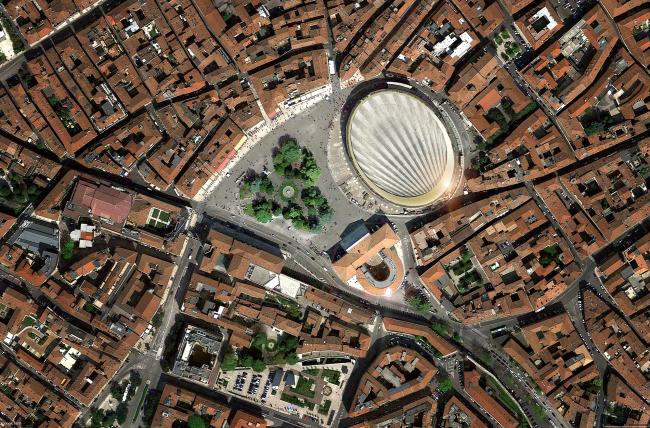 Арена-ди-Верона с новой крышей. Вид сверху © gmp Architekten