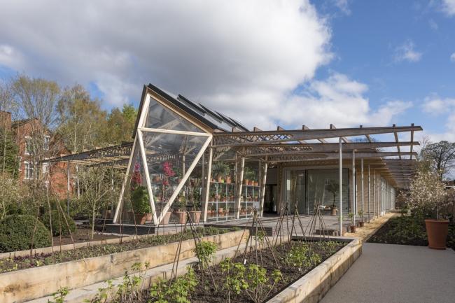 Онкологический центр Мэгги в Манчестере (Великобритания).  Foster + Partners. Фото © Nigel Young / Foster + Partners
