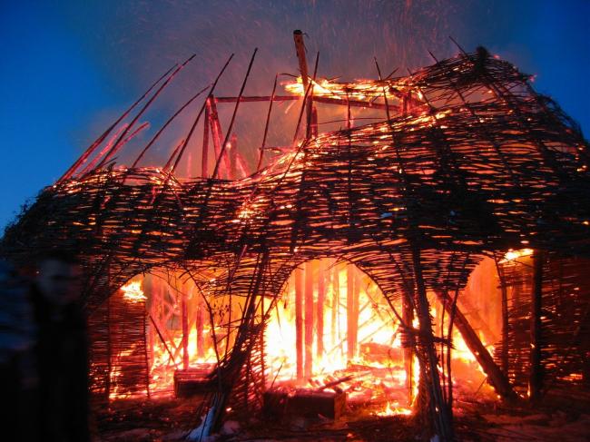 Сожжение Медиа-башни (2004). Фото © Николай Полисский