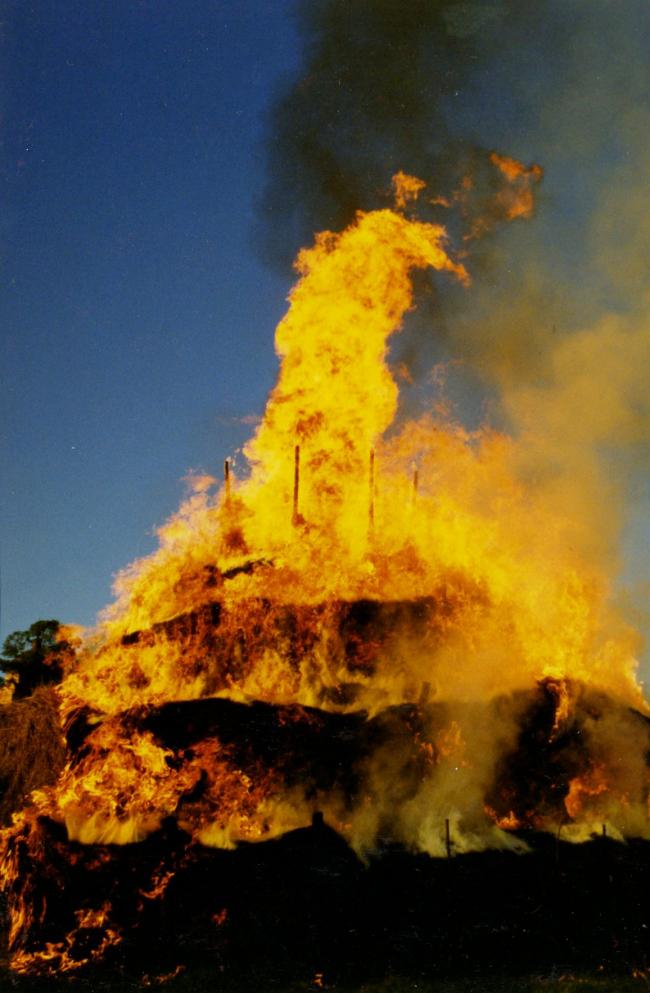 Сожжение Сенной башни (2002). Фото © Николай Полисский
