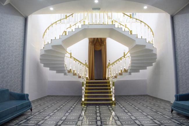 Castello Mare Hotel & Wellness Resort, лестница в холл конференц-зала и ресторана, постройка, 2016 © Karapi LTD