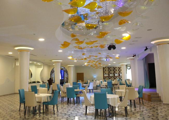 Castello Mare Hotel & Wellness Resort, зал ресторана, постройка, 2016 © Karapi LTD