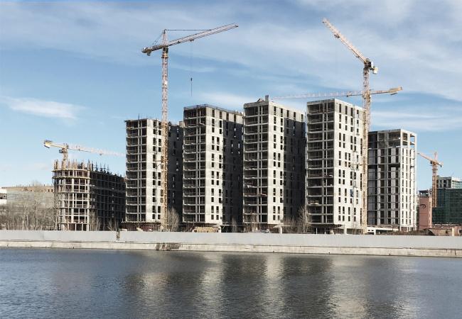Вид на строящийся комплекс с Новоданиловской набережной, с юго-запада. Фотография © Александр Панёв, Сергей Скуратов architects, 2017
