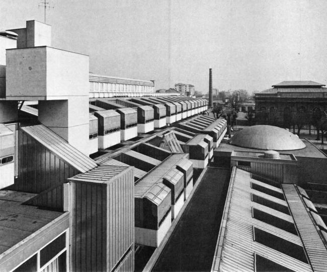 «Восточная жилая единица» (Residenze Est) в Ивреа. Фото сер. 1970-х гг.