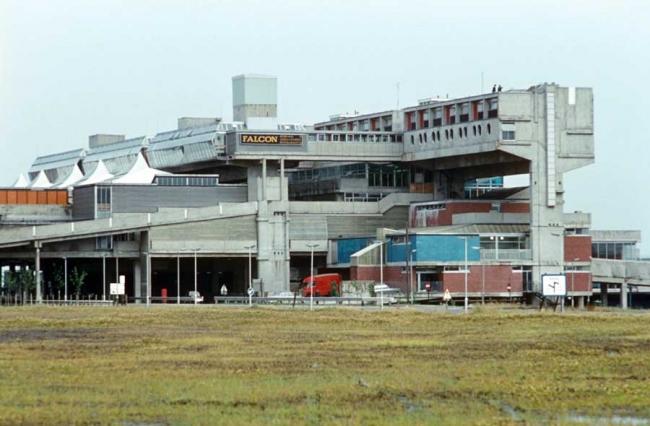 Центр нового города Камбернолд (Великобритания). 1955-67 гг. Архитектор Джеффри Копкатт