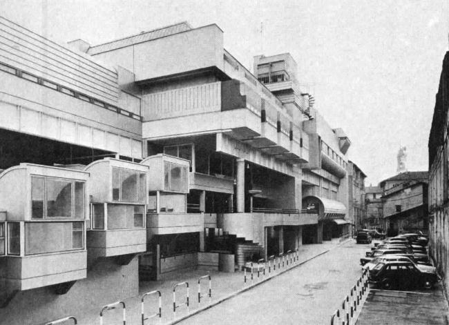 «Восточная жилая единица» (Residenze Est) в Ивреа. Северный фасад. Фото сер. 1970-х гг.
