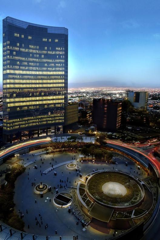 Офисное здание Torre Glorieta. Изображение с сайта images.adsttc.com