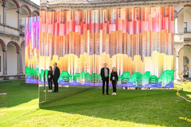 Сергей Чобан и Агния Стерлигова перед инсталляцией «ДНК города», Милан, Ca′ Grande, выставка INTERNI. 2017. Фотография © Василий Буланов