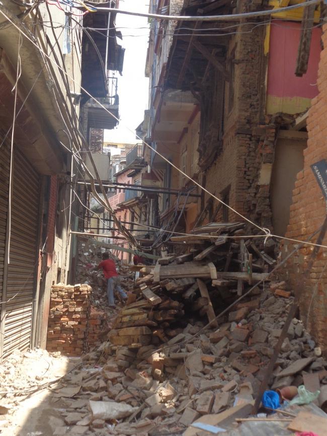 Обрушившееся здание в историческом центре Катманду © Kai Weise