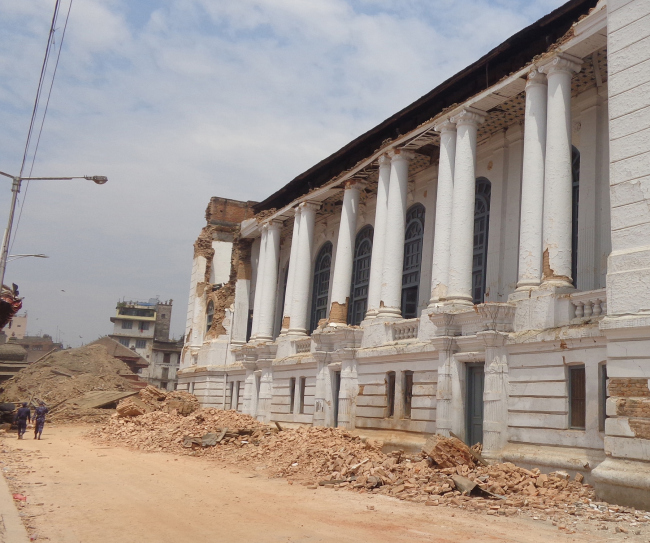 То же место после землетрясения в апреле 2015 года. © Kai Weise
