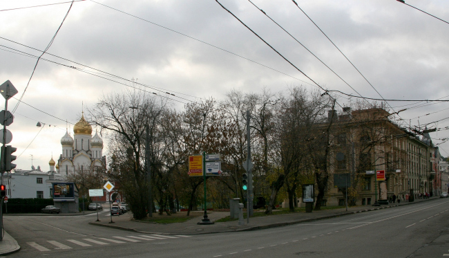 Церковь Воскресения Христова на Остоженке. Сквер на месте церкви, 2011 год © Алексей Котов