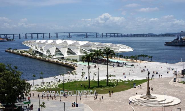 Набережная Луиса Паулу Конджи – Олимпийский бульвар. На заднем плане – Музей завтрашнего дня Сантьяго Калатравы © André Sanches