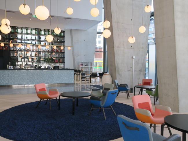 Отель Clarion. Бар в вестибюле. Фото: Tarja Nurmi
