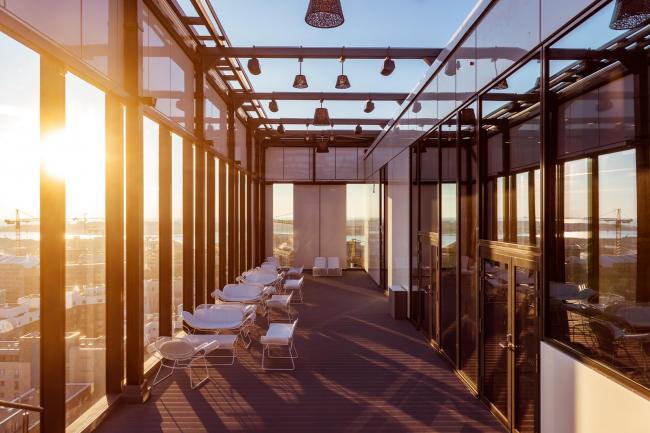 Отель Clarion. Открытая терраса на крыше. Фото предоставлено Clarion Hotel